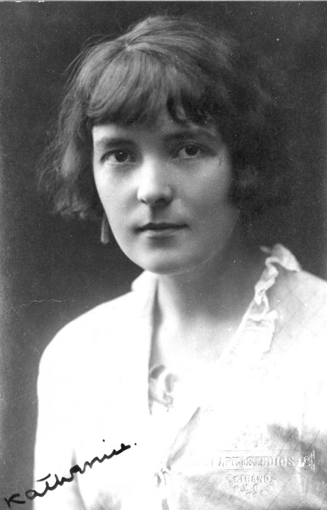 Katherine Mansfield photo from the Alexander Turnbull Library Collection2